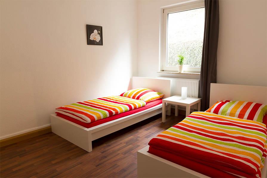 fotos zimmer ulm. Black Bedroom Furniture Sets. Home Design Ideas